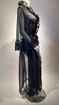 Black peignoir (side)