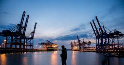 Angler im Hamburger Hafen