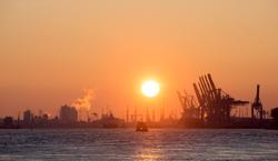 Sonnenaufgang im Hamburger Hafen
