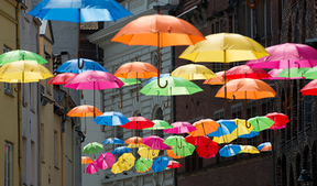 Bunte Regenschirme in Lübeck