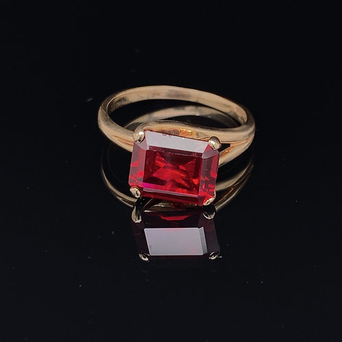 10k Yellow Gold Garnet Ring