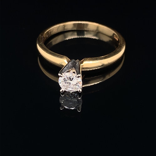18k Yellow Gold Diamond Solitaire Engagement Ring