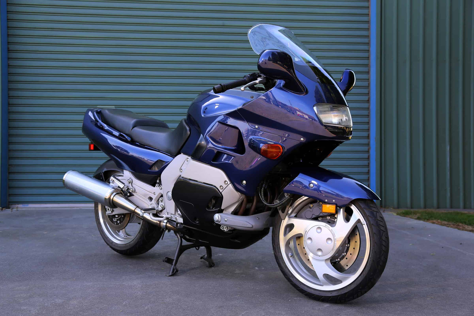 1993-Yamaha-GTS-blue-f45rs.jpg