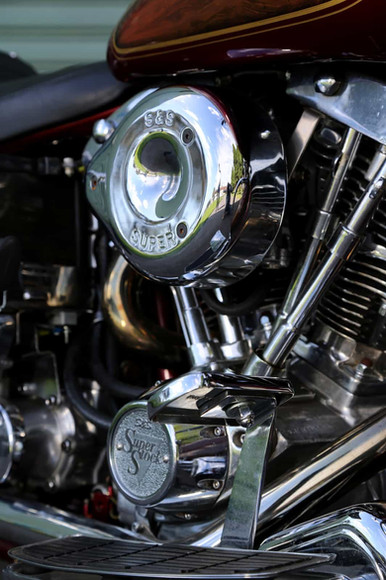 1970-Harley-Davidson-FLH-red-detail3.jpg