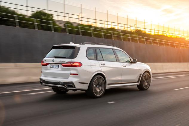 2019 BMW X7 M50d 00008.jpg