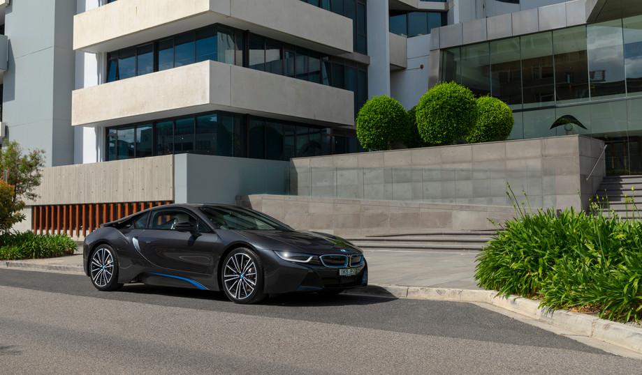 BMW i8 2018 copy.jpg