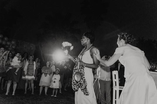 mariage-grece-lance-bouquet.jpg