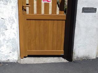 Pose d'un portail et d'un portillon aluminium chêne doré