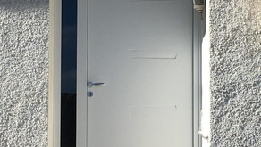 Porte d'entrée acier avec parti fixe latérale à Perpignan