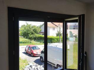 Pose de volets roulants solaires et fenêtre PVC anthracite