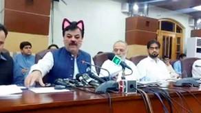 Facebook live : Un ministre pakistanais affublé d'oreilles de chat virtuelles