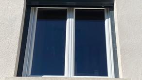 Rénovation de fenêtre PVC blanc et de volets roulant électrique gris anthracite