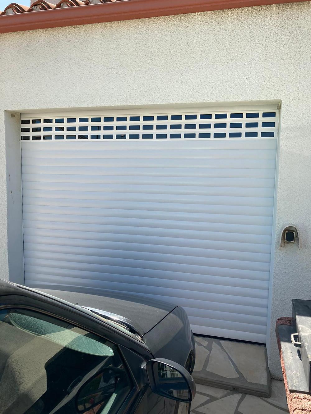 Pose d'une porte de garage en PVC