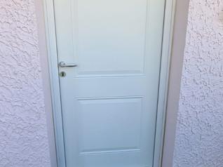 Pose d'une porte d'entrée acier à Feyzin