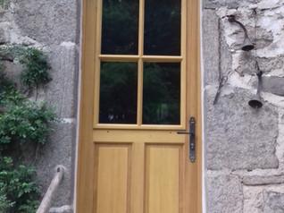 Pose de fenêtres et porte en chêne à Pleaux