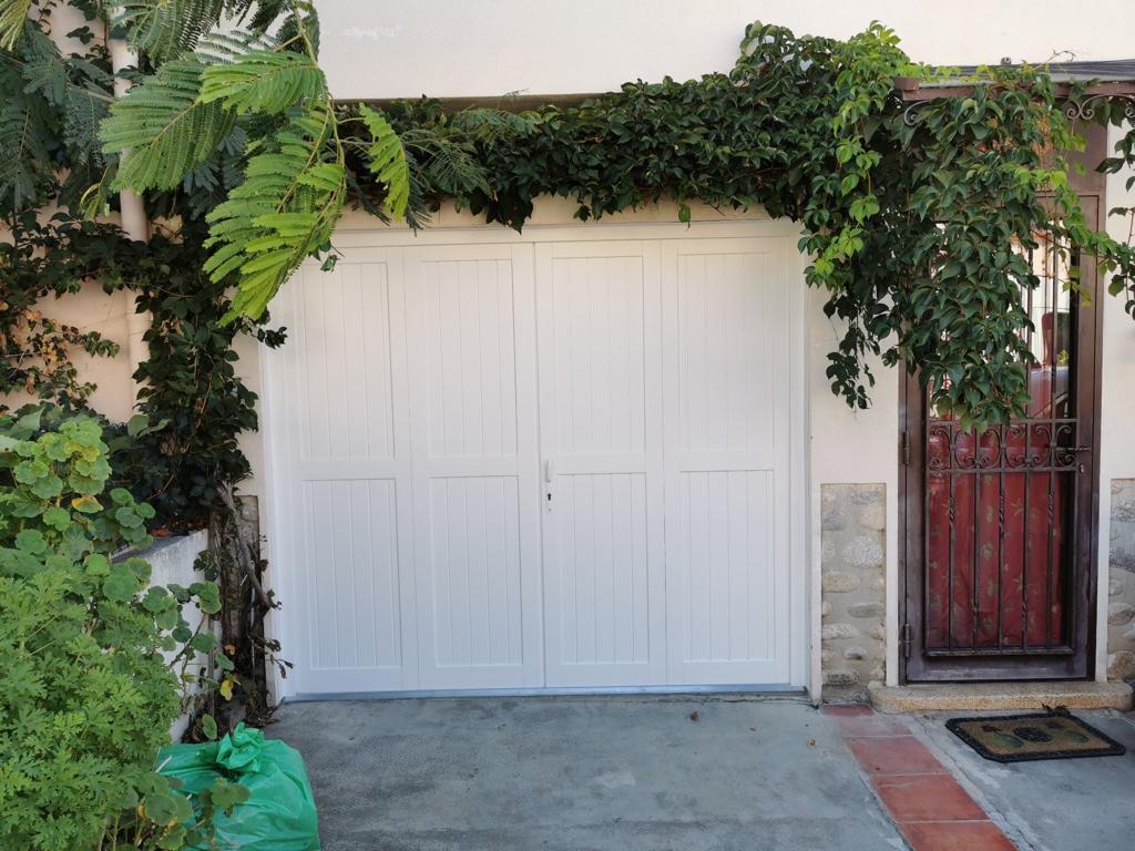 Porte de garage en bois sur mesure à Perpignan