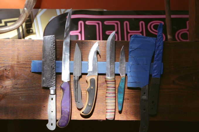 Skate Shank: Turning Broken Skateboards Into Knives (Video)