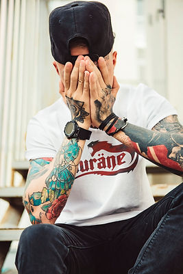 mockup-of-a-man-with-tattoos-wearing-a-t