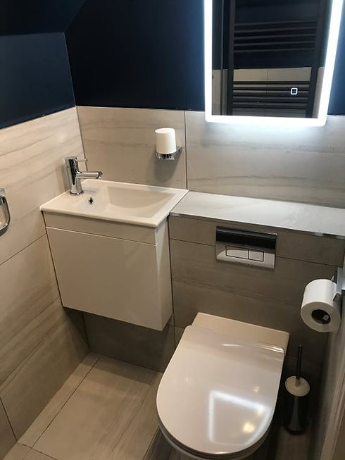 sleek, marble effect toilet cubicle with light up mirror