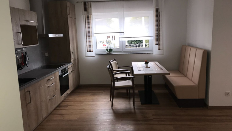 Küche_und_Essbereich_Wohnung_1.jpg