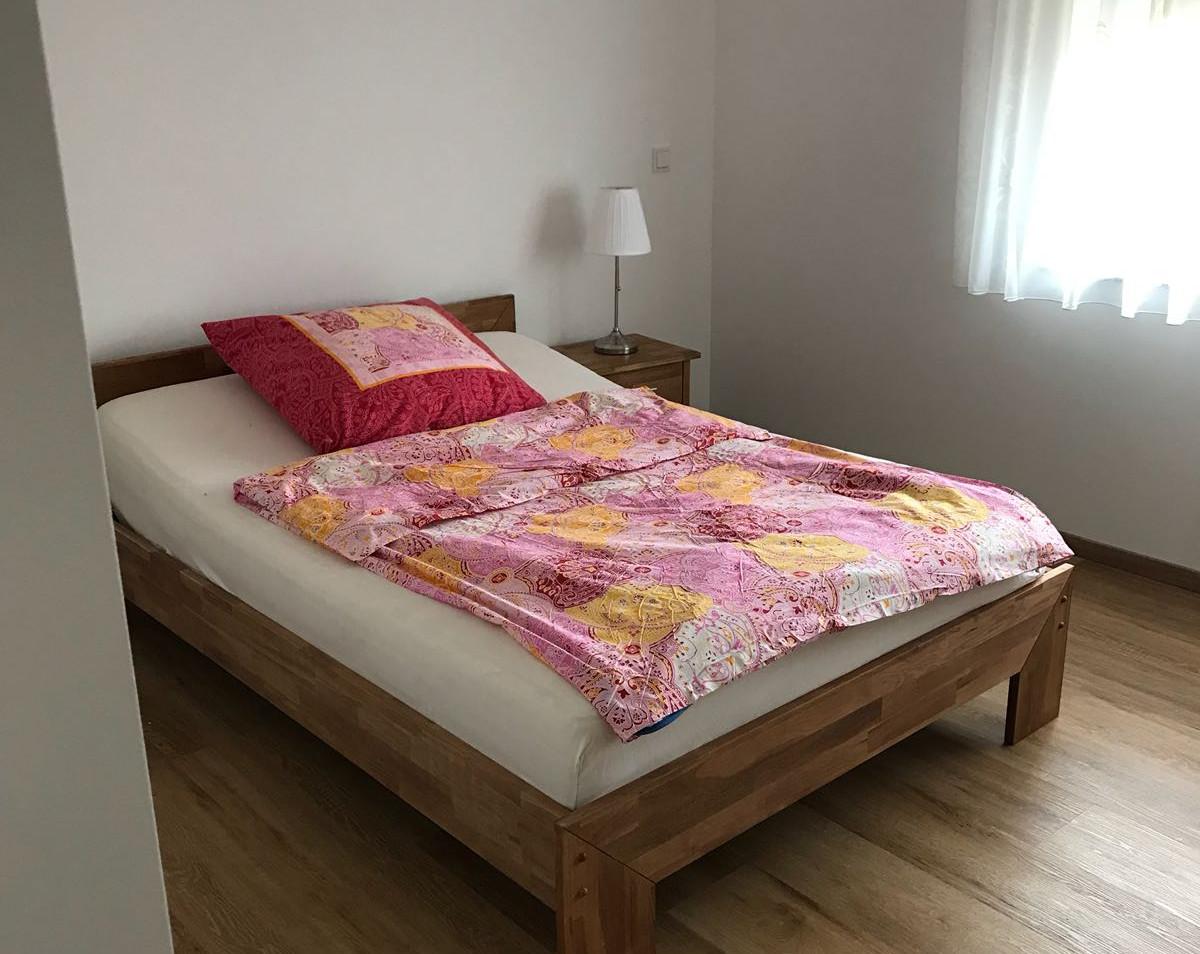 Schlafzimmer Wohnung 1 (2).jpg