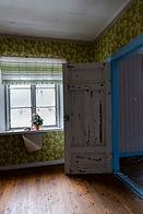 fönster i slitet övegivet hus