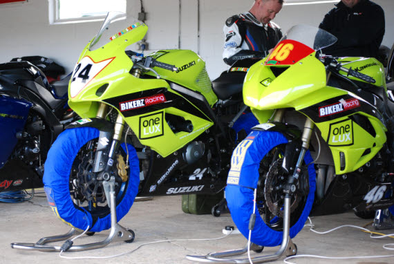 SV650 & ZX6R testing at Mallory