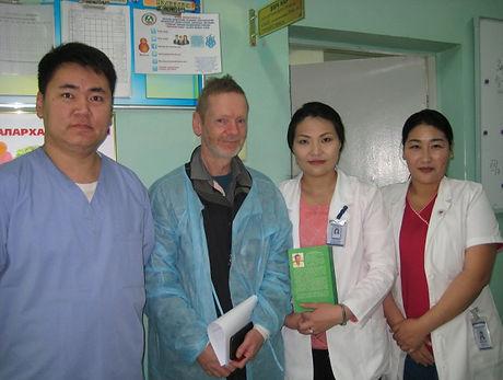 David-Pescod-with-Mongolian-anaesthetists-700x525.jpg