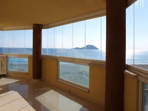Que el verano te sorprenda, pero con unas cortinas de cristal D´Glass en casa.
