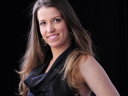 Karina Aguiar de Brito vem atuando na área de Assessoria & Cerimonial, onde se sente honrada em participar da realização dos sonhos de seus clientes.