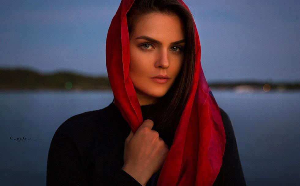 Insta-kat-9886-track-of-her-tears-light.