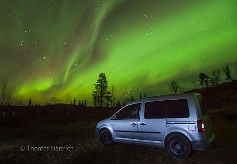 VW Caddy unter Nordlicht