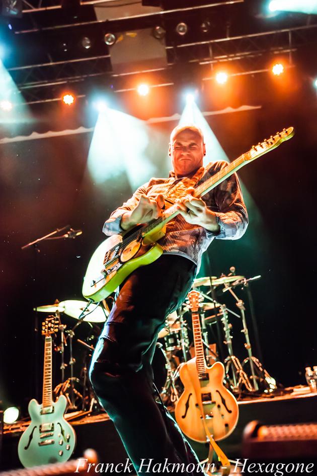 Guitariste de Lucky Perterson14