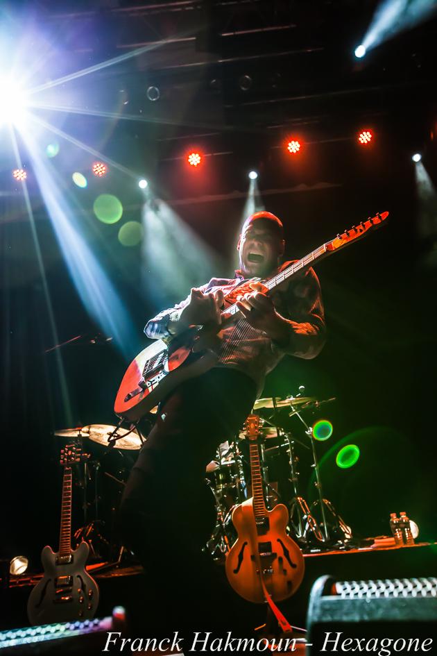 Guitariste de Lucky Perterson15