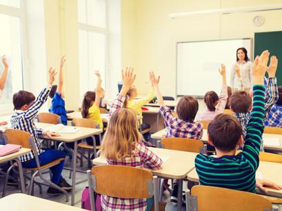 海外の教育現場で活用が広がる「AI教師」による学習サポート