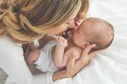 完璧な母親イメージをAIで生成する海外広告クリエイティブ事例