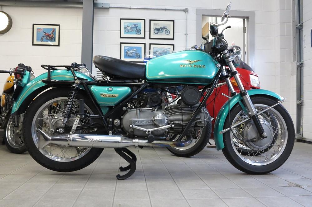 Moto Guzzi Nuovo Falcone 1971 (2).JPG