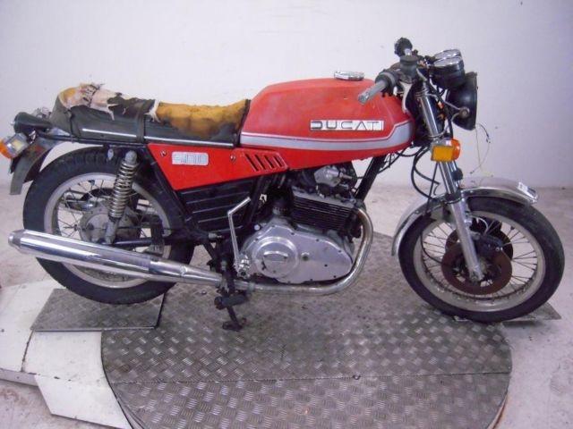 Jonathan Bishops Ducatis 4.JPG