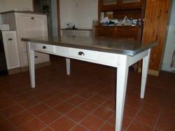 Table avec dessus en zinc
