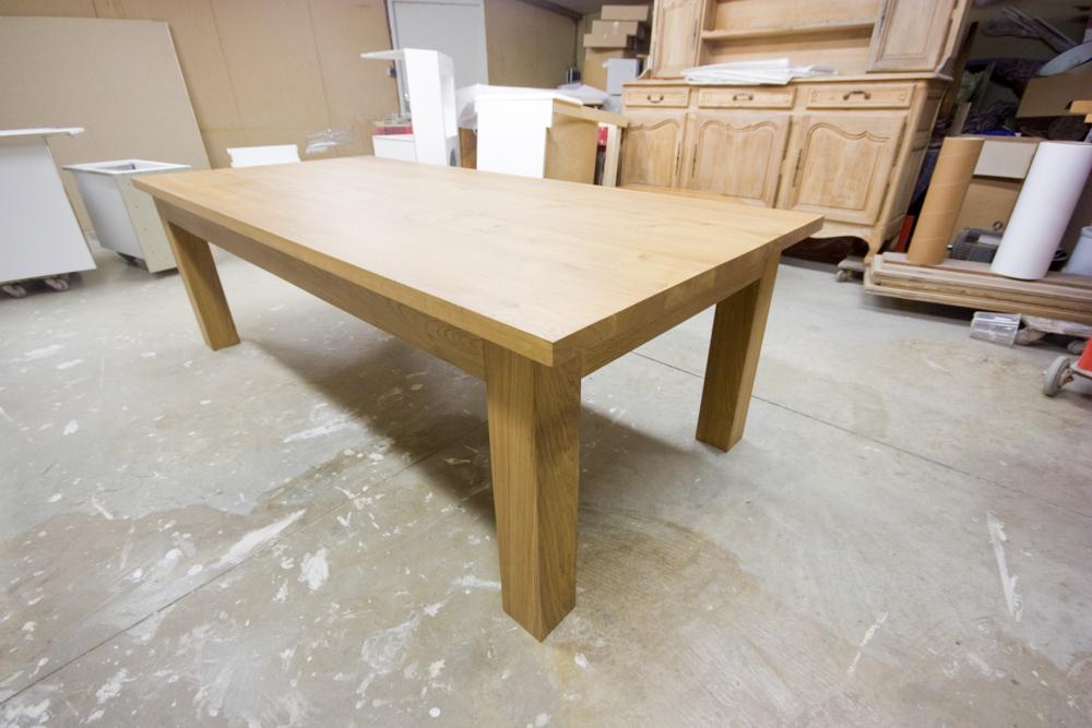 Table_moderne_en_chêne_massif