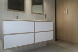 Meuble de salle de bain en verre