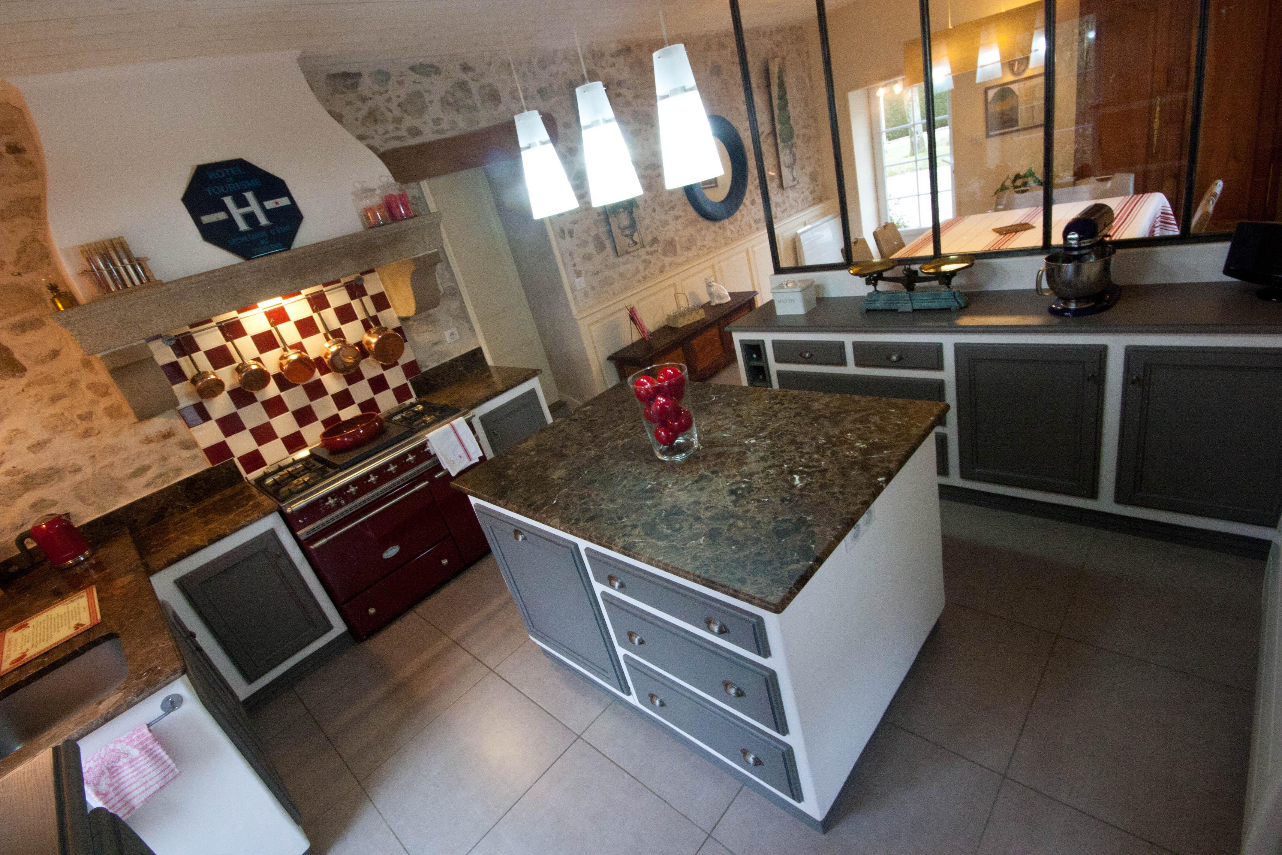 Plan De Travail Granit Loire cuisine : création et aménagement sur mesure personnalisée