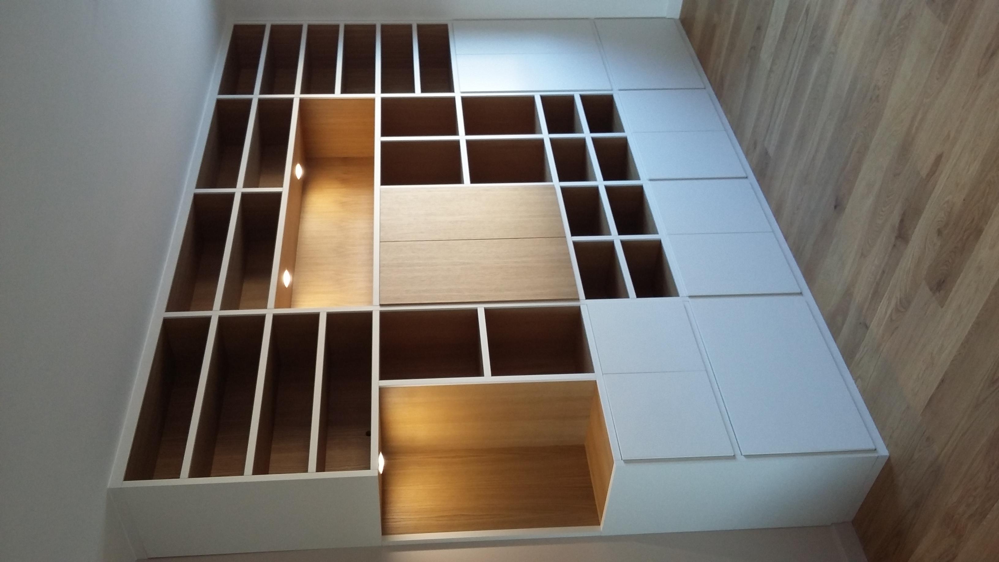bibliothèque en bois clair