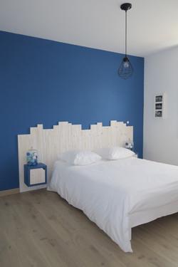 Chevet intégré dans la tête de lit