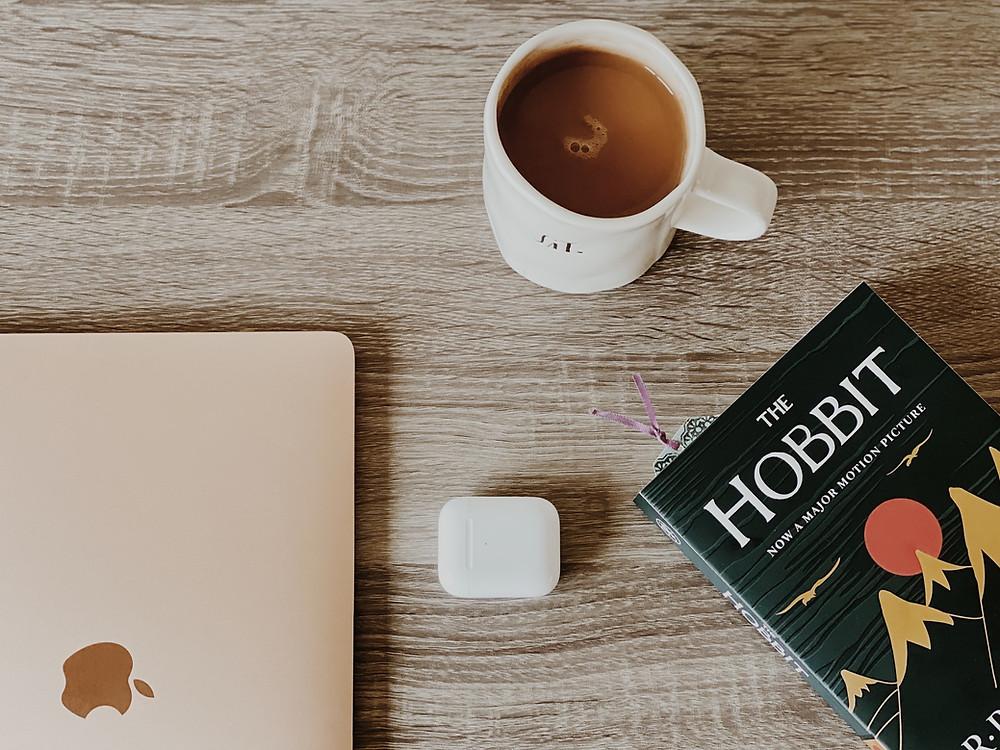 """Ein Buch """"Der Hobbit"""""""
