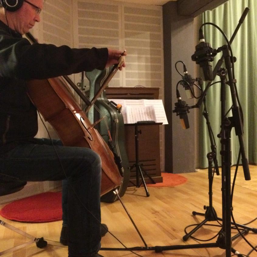 Henrik am Cello