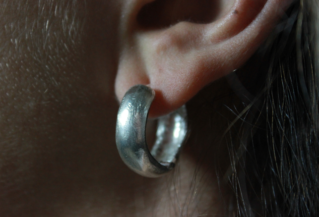 Silver earrings with hinge