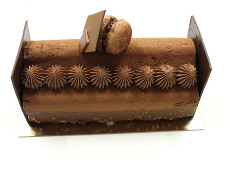 Présentation de la bûche Chocolat Miel Orange confite