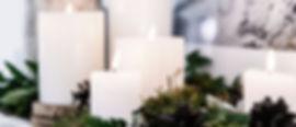 植物の装飾が施されたホワイトキャンドル