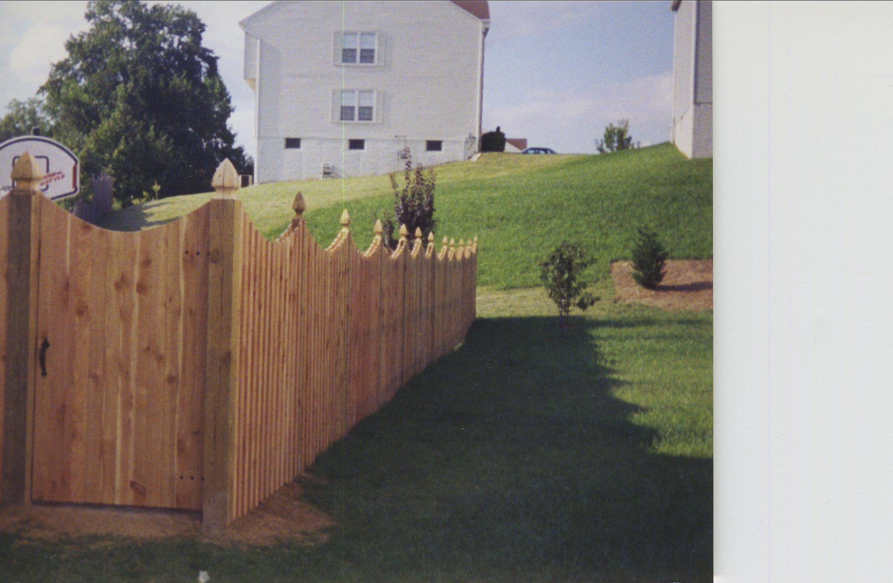 Crown Fence | Wood Scallop Fence